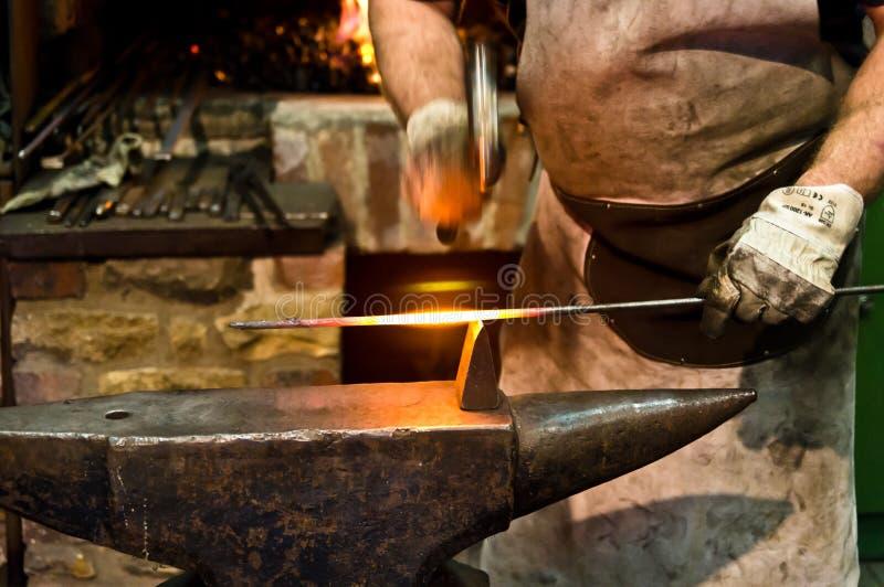 铁匠在工作 库存照片