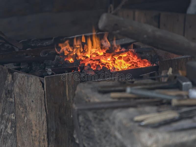 铁匠工作炽热铁 免版税库存图片