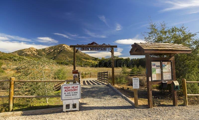 铁山供徒步旅行的小道头在Poway东部圣地亚哥县内地南加州 免版税库存照片