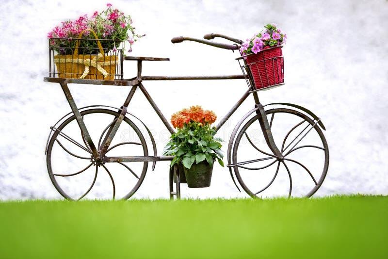 铁手工制造自行车 库存照片