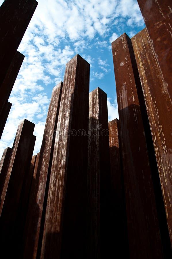 铁柱子墙壁 免版税库存照片
