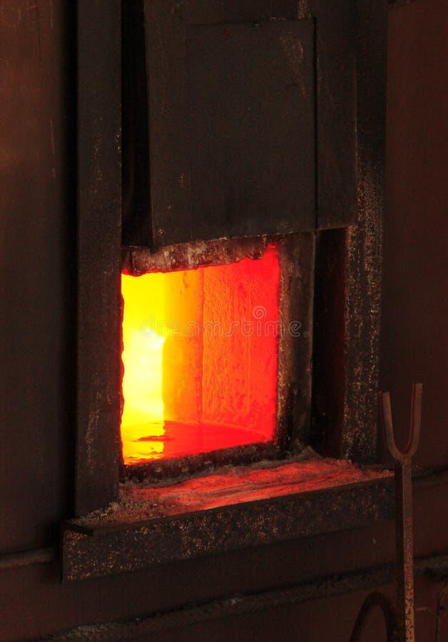 铁火炉在锅炉室 免版税库存照片