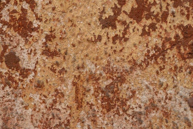 铁的棕色墙壁纹理  减速火箭的生锈的粗砺的墙壁难看的东西灰泥 抽象难看的东西灰泥墙壁背景 葡萄酒摘要 免版税库存图片