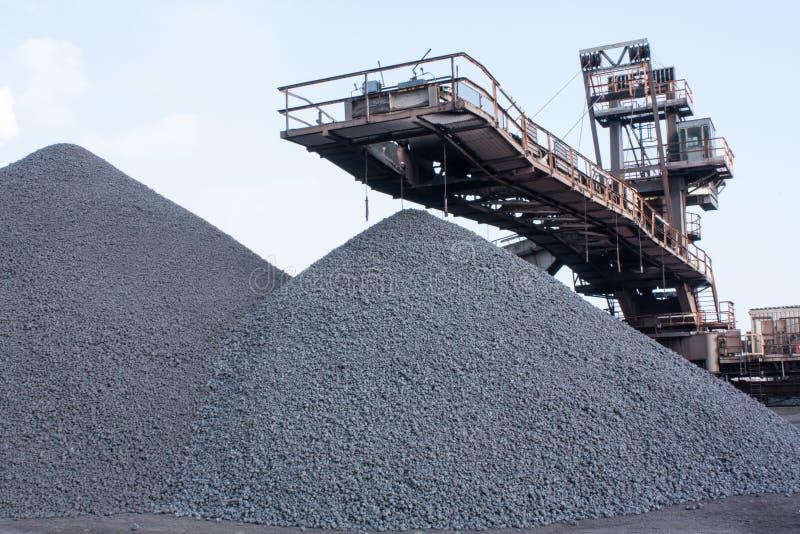 铁矿压碎器 免版税库存照片