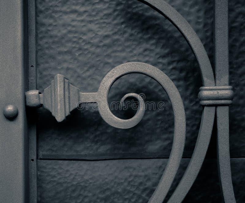 铁篱芭金银细丝工的金属装饰 免版税库存图片