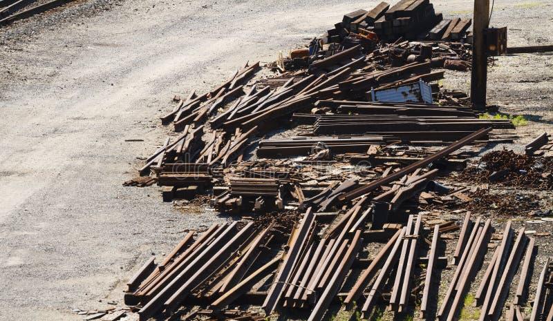铁路产业废金属堆 免版税库存照片