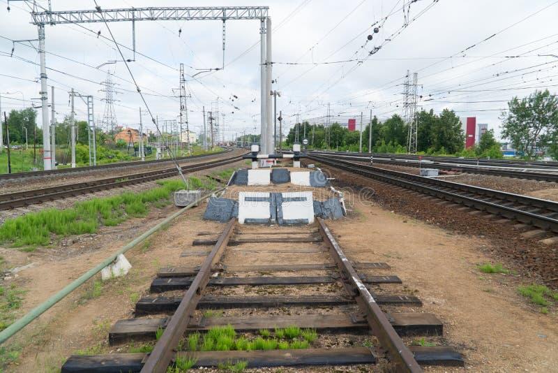 铁路僵局 铁路轨道的末端 图库摄影