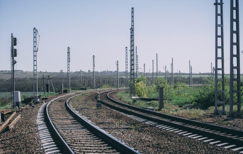 铁路在天空下 免版税库存图片
