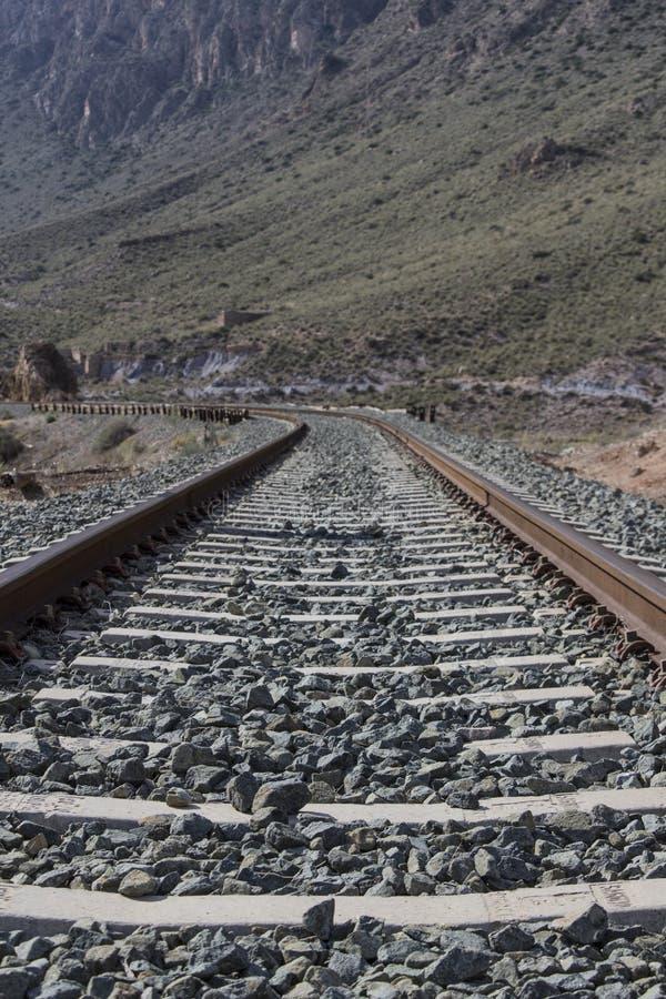 铁路平直和曲线  库存照片