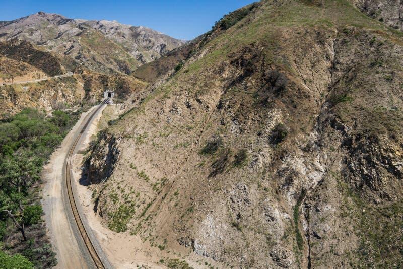 铁路弯和隧道 库存图片
