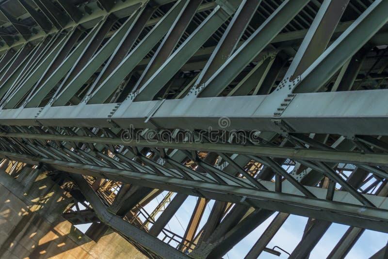 铁路桥梁的铁框架 库存照片