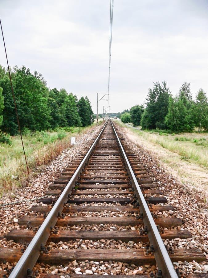 Download 铁路线 库存图片. 图片 包括有 培训, 运输, 速度, 跟踪, 金属, 铁路, 旅游业, 横向, 室外 - 72370187