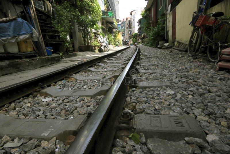 铁路通行证在城市 免版税库存照片
