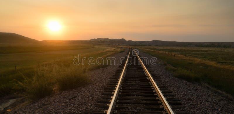 铁轨反射日出农村美国运输 免版税库存图片