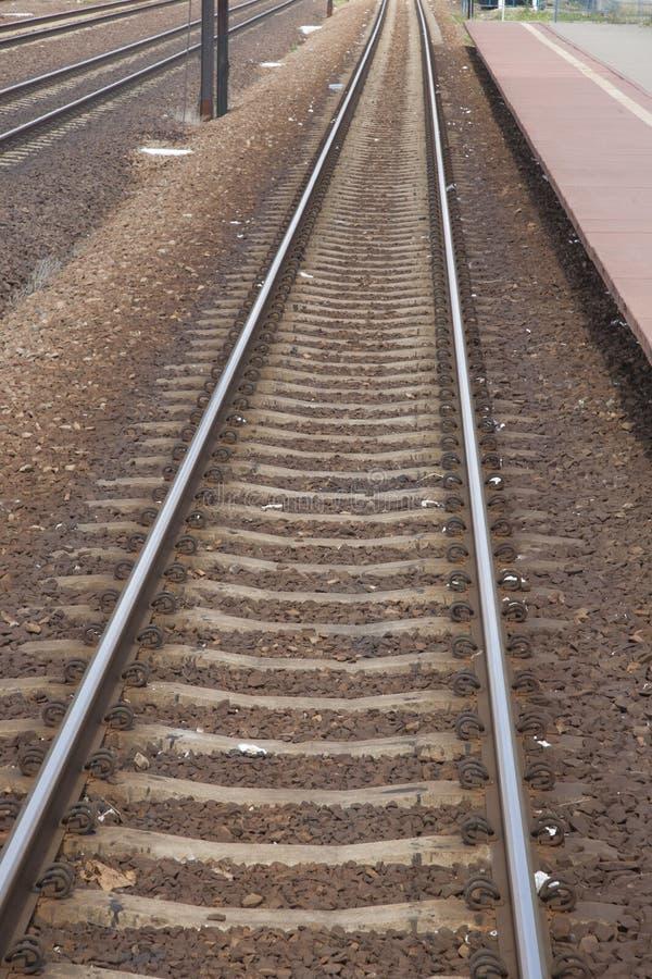 铁轨和驻地平台在波兰 图库摄影