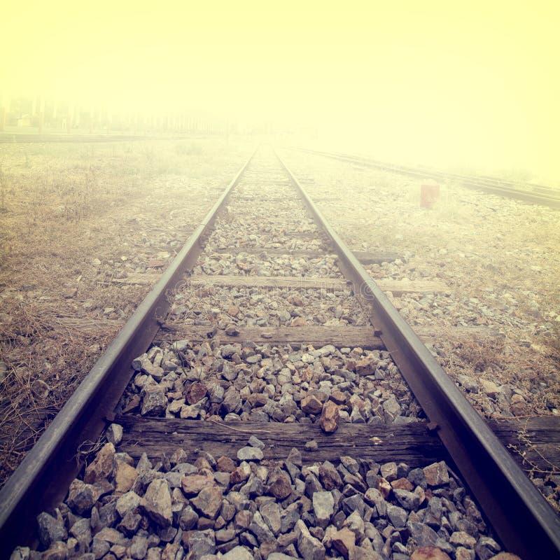 铁轨风景在火车站的 库存照片