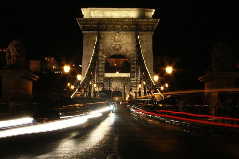 铁锁式桥梁和光 库存图片