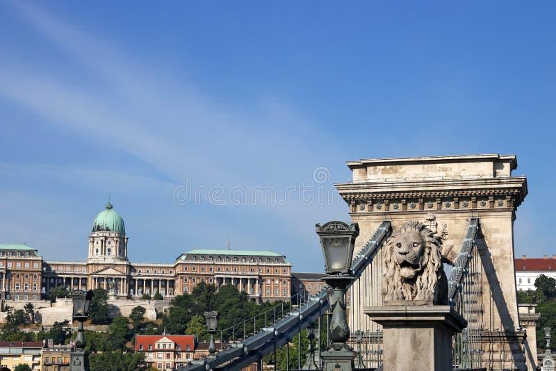 铁锁式桥梁和皇家城堡布达佩斯 库存图片