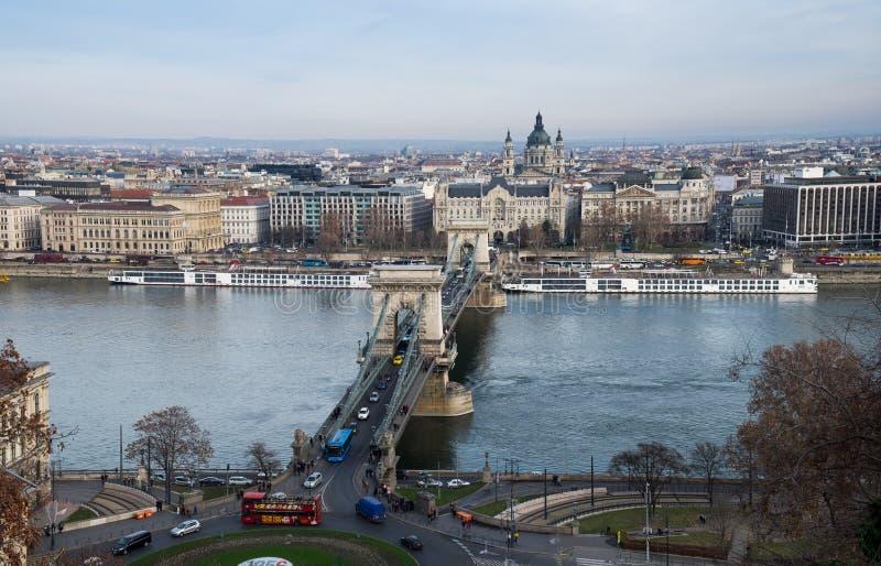 铁锁式桥梁鸟瞰图在多瑙河的 库存图片