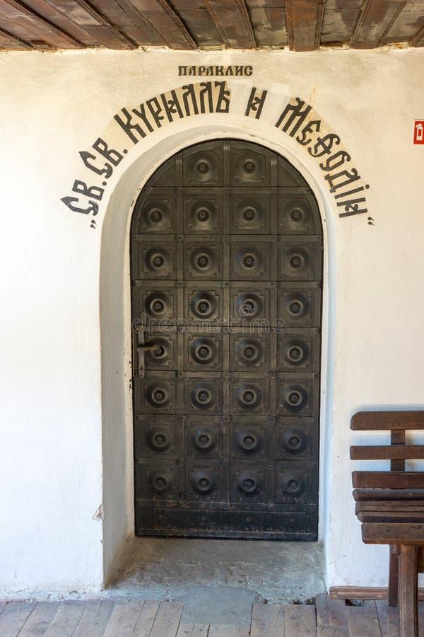 锻铁门在特罗扬修道院里,保加利亚 库存图片