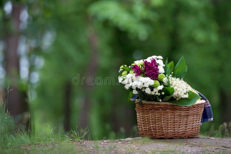 铃兰壮观的花束和其他花 图库摄影