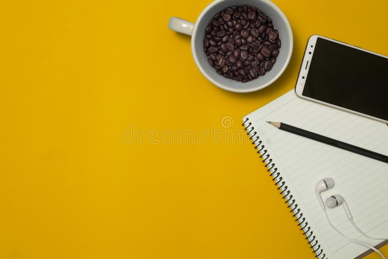 铅笔和咖啡与空间 免版税库存图片