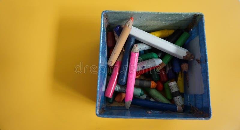 铅笔和蜡笔 免版税库存图片
