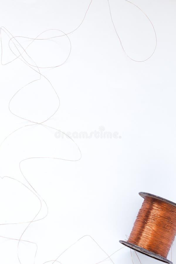 铜卷接线特写镜头有焦点的在一根导线 免版税库存图片