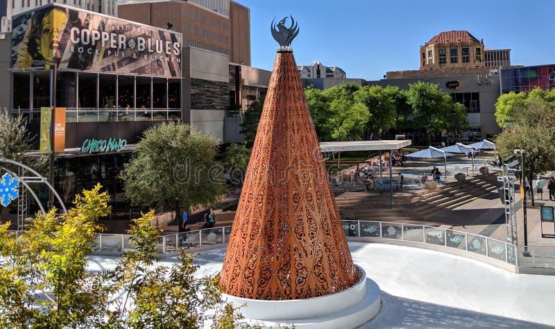 铜圣诞树在菲尼斯街市,AZ 免版税库存照片