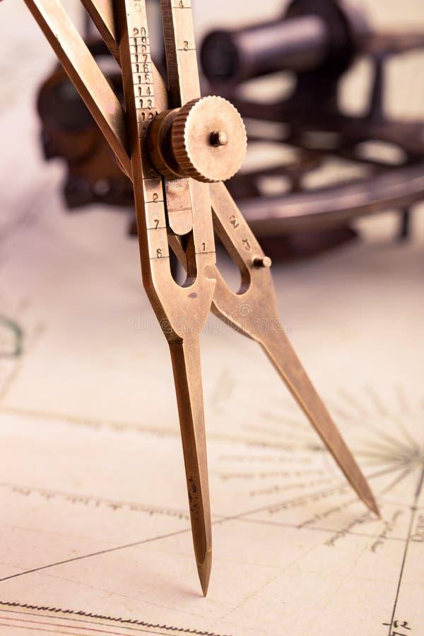 黄铜比例分切器 免版税库存照片
