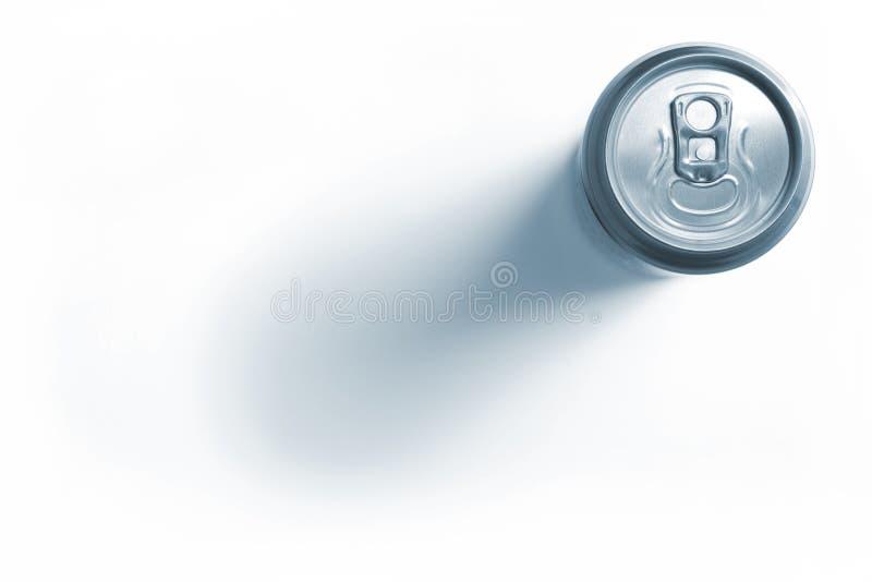 铝啤酒罐关闭了 库存图片