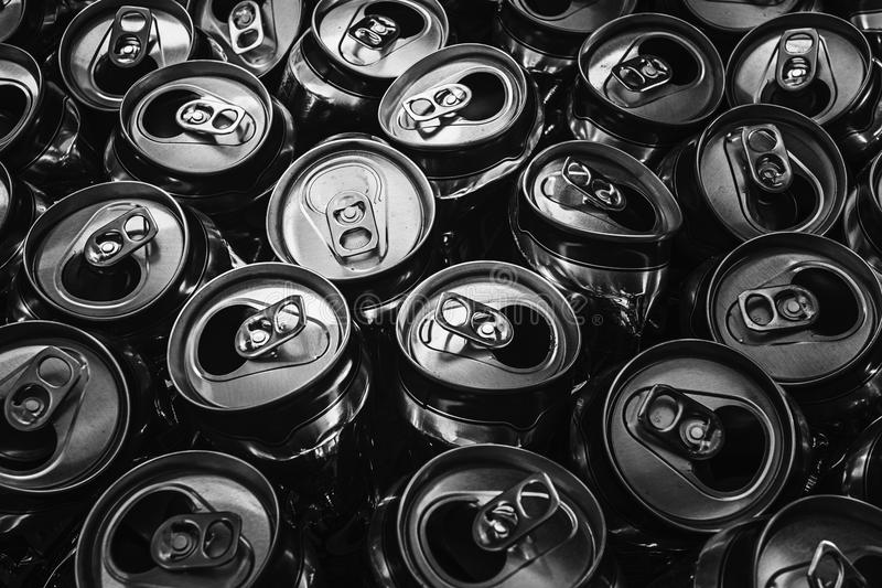 铝罐的黑白图片 免版税图库摄影