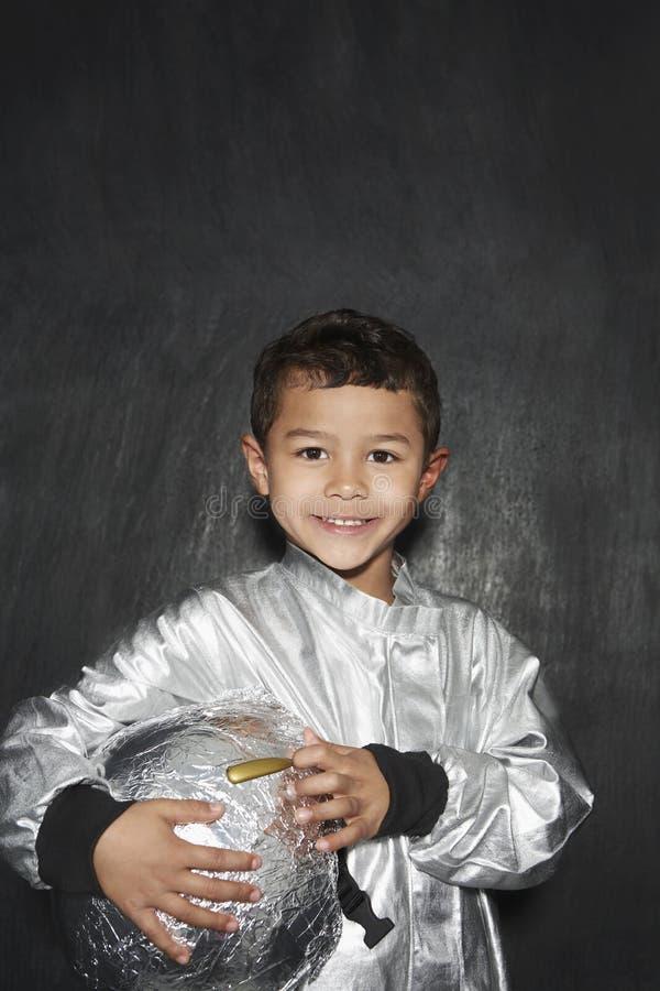 铝芯宇航员服装的男孩 免版税库存图片