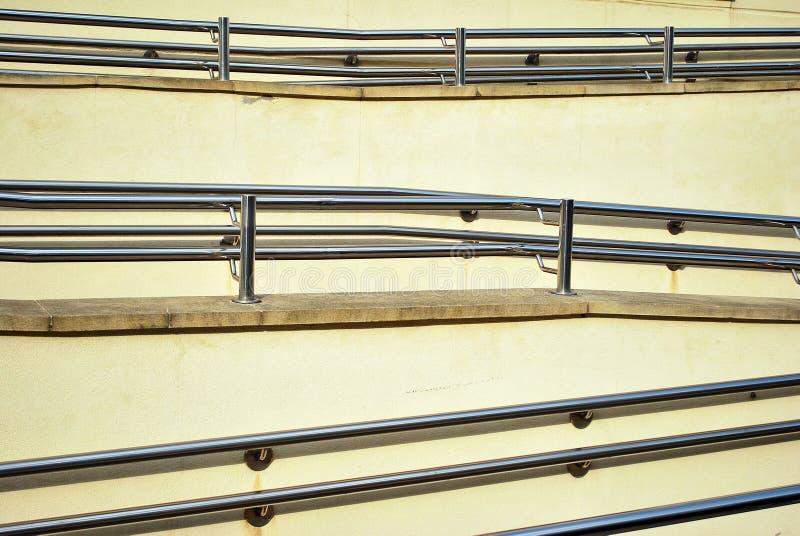 Download 铬有扶手栏杆的金属篱芭 库存照片. 图片 包括有 现代, 特写镜头, 建筑, 金属, 铁路运输, 当代, 扶手栏杆 - 72366964
