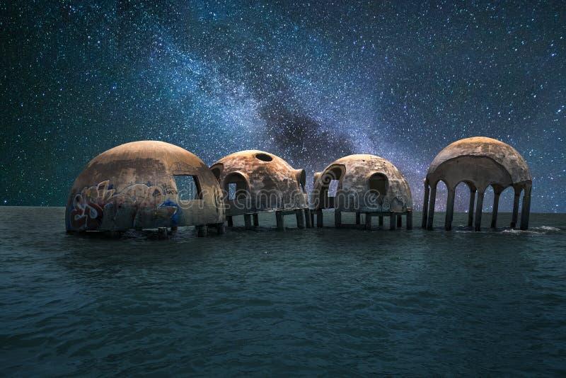 银河横跨在海角罗马圆顶hou的夜空担任主角 库存照片