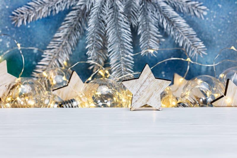 银色圣诞节杉树分支、土气木星和glowin 免版税库存图片