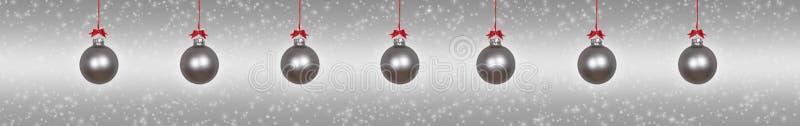 银色垂悬的圣诞节中看不中用的物品 图库摄影