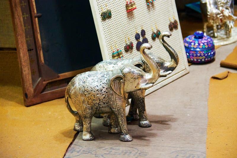 银色大象在印地安市场德里印度上 库存照片