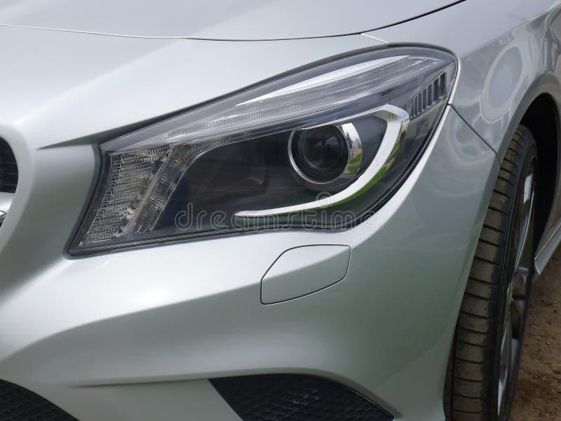银色奔驰车CLA 200的顶头光在利马 免版税库存图片