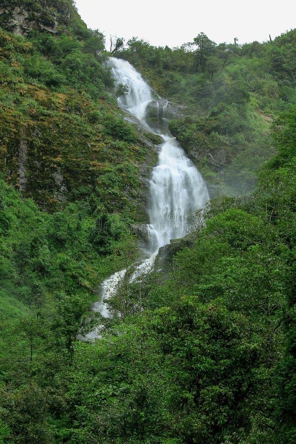银色瀑布是美丽的瀑布在Sapa 库存图片