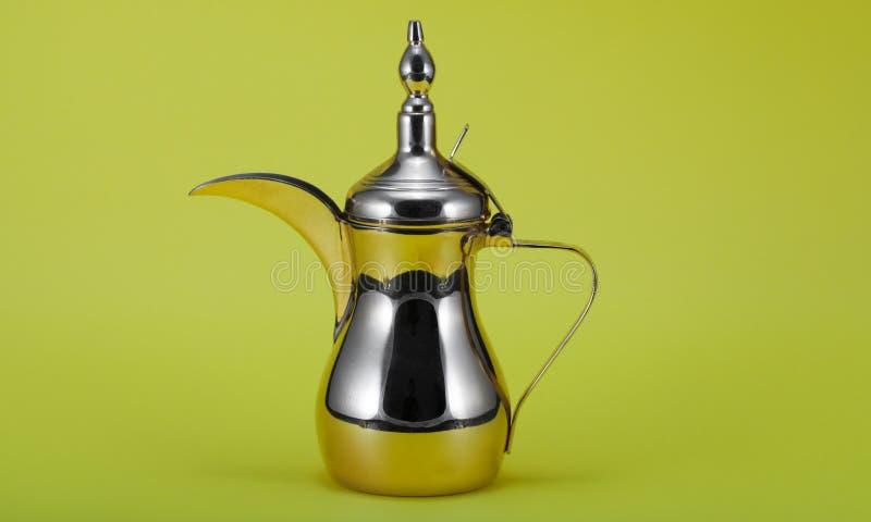 银色阿拉伯咖啡罐 库存照片
