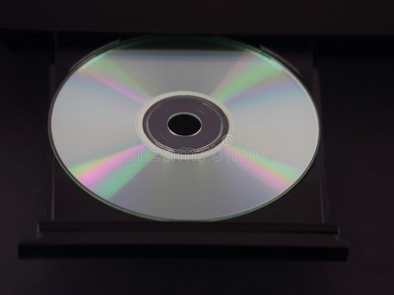 银色CD或DVD在多媒体播放机的一个抛出的盘子 库存照片