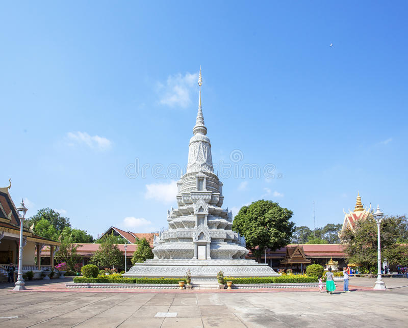 银色stupa在银色塔,王宫柬埔寨,金边,柬埔寨 免版税库存照片