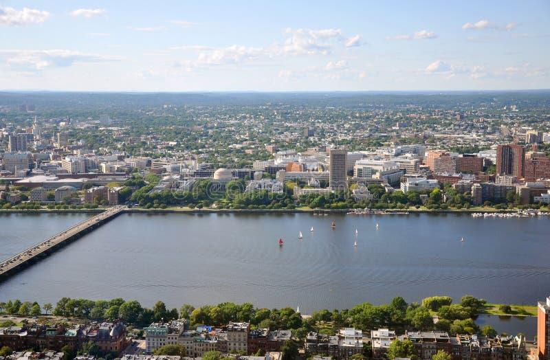 银行波士顿校园查尔斯mit河 库存图片