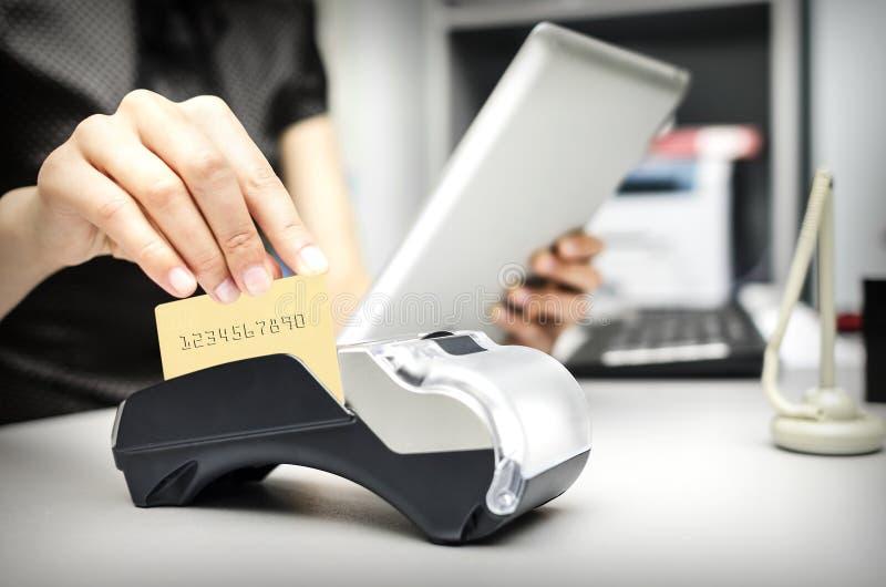 银行终端和片剂个人计算机 免版税库存图片