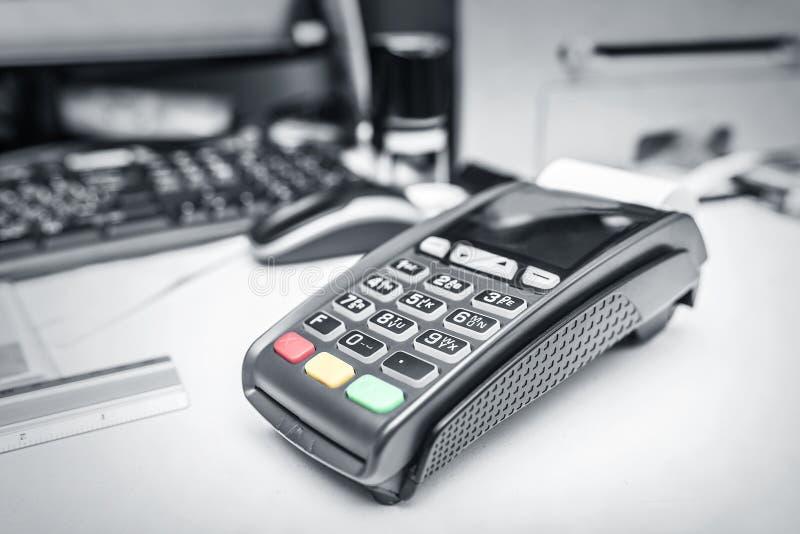 银行终端和付款卡片 库存图片