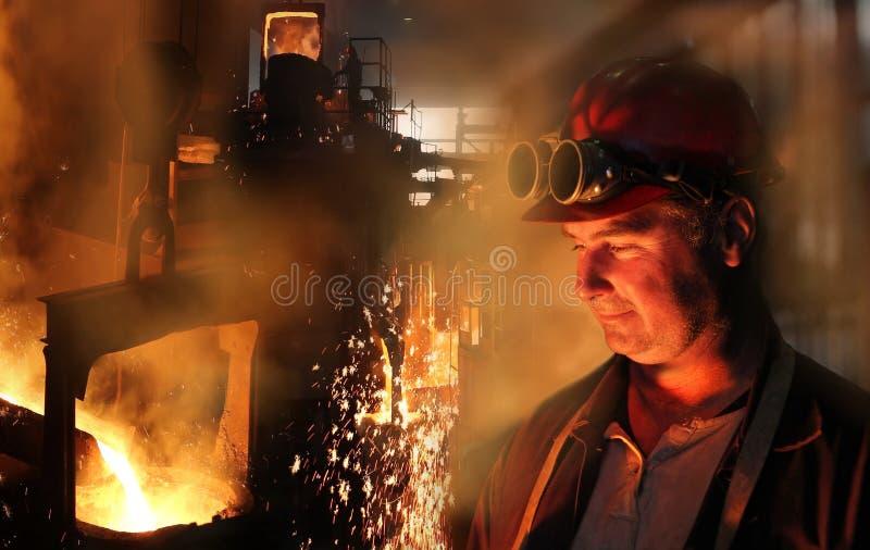 铸造厂坚苦工作 免版税库存照片