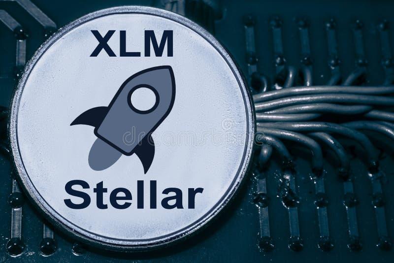 铸造cryptocurrency星在导线和电路背景  XLM 库存照片