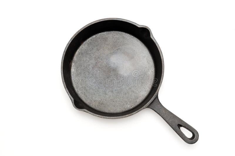 铸铁长柄浅锅 烹调油煎查出的平底锅白色的设备 免版税库存照片