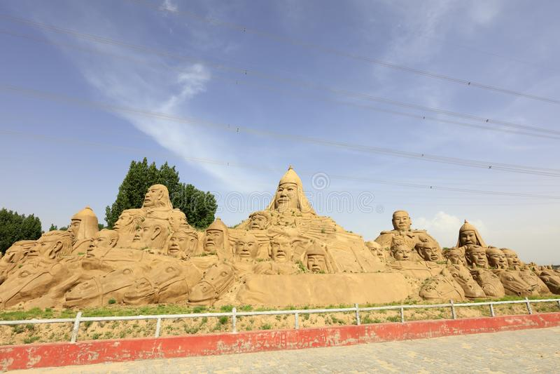 铺沙成吉思汗和他的同志,多孔黏土rgb雕塑  免版税图库摄影